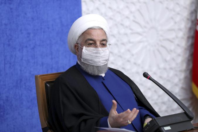 USA by mali vynahradiť minulé chyby a vrátiť sa k jadrovej dohode, iránsky prezident vyzval Bidena
