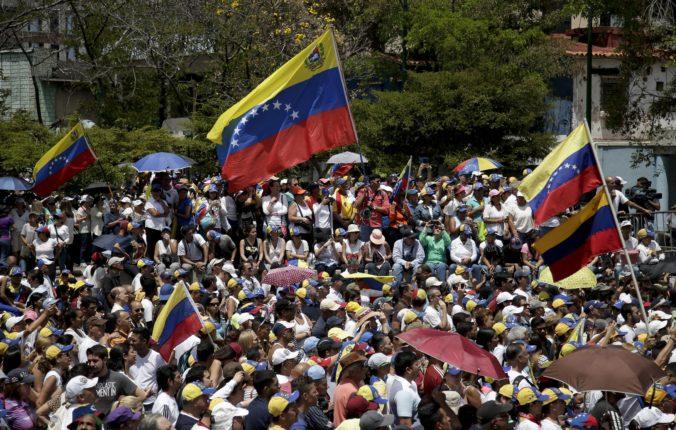 Európska únia predĺžila sankcie voči Venezuele o ďalší rok, uvalila aj zbrojné embargo