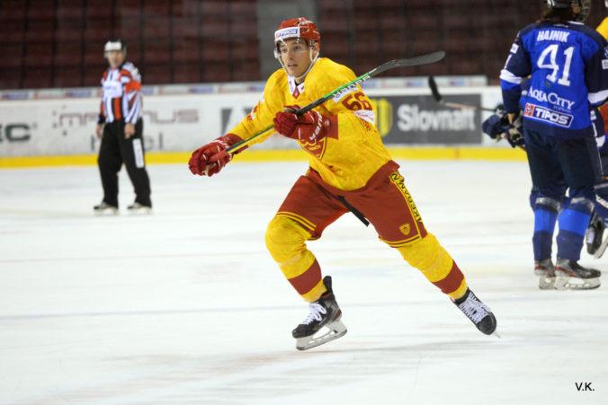 Hokejový Trenčín prišiel o Marka Daňa, v súboji proti Popradu si zlomil ruku
