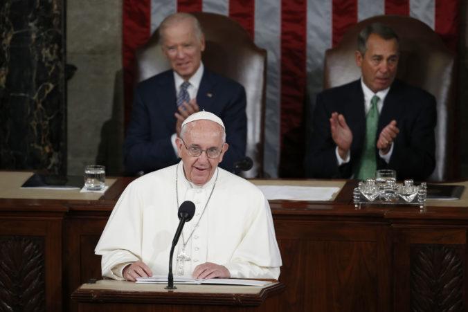 Biden chce spolupracovať s pápežom Františkom, rozprávali sa o viacerých témach