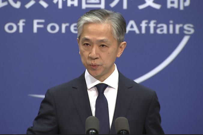 Čína rešpektuje voľbu amerického ľudu a oneskorene zagratulovala Bidenovi k víťazstvu