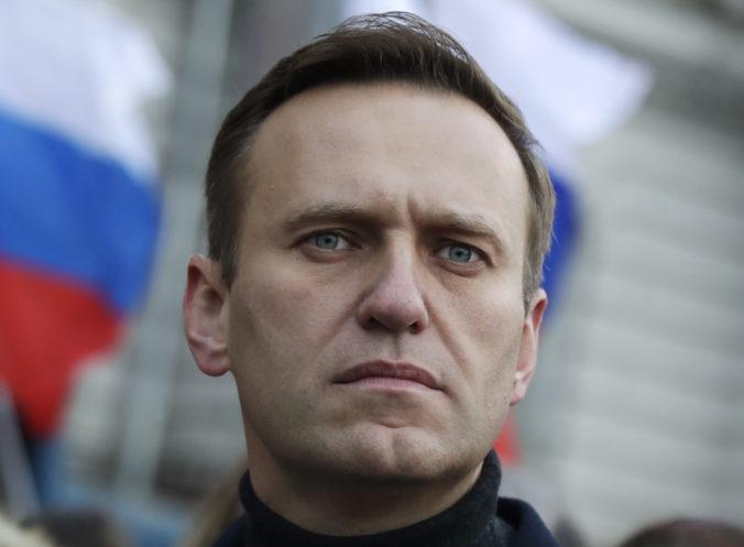 Navaľného mohli otráviť aj pri prevoze do Nemecka, Rusko zavádza odvetné sankcie