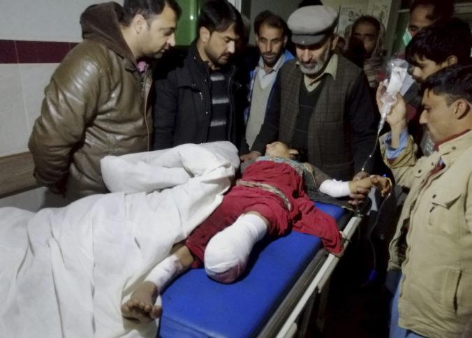 V spornom regióne Kašmír vypukli nové nepokoje, o život prišlo dvanásť ľudí a ďalší sú zranení