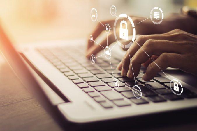 Firmy a inštitúcie čaká povinná kontrola kybernetickej bezpečnosti, za chyby hrozia pokuty