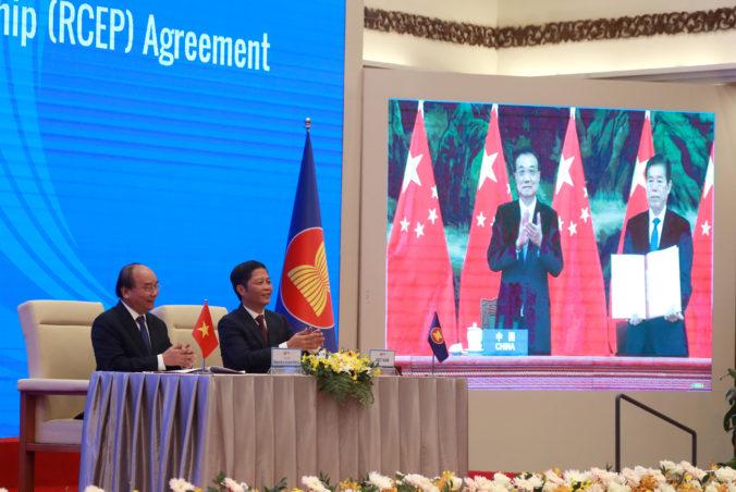 Čína a ďalších štrnásť krajín podpísali celosvetovo najväčšiu dohodu o voľnom obchode