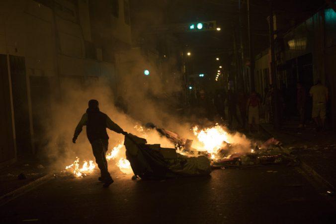 Dvoch ľudí zastrelili v Peru počas násilných demonštrácií proti dočasnému prezidentovi