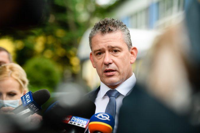 Minister vnútra Mikulec posiela odkaz demonštrantom, polícia 17. novembra môže zasiahnuť