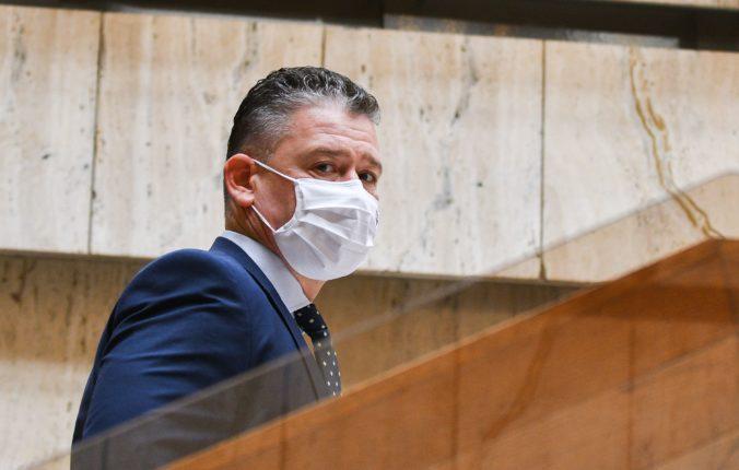 Mikulec varuje pred účasťou na proteste v Bratislave. Mnoho ľudí nechce vyjadriť názor, ale pobiť sa (video)