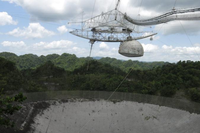 Observátorium Arecibo je na pokaraji kolapsu, známe je aj z filmu o Jamesovi Bondovi