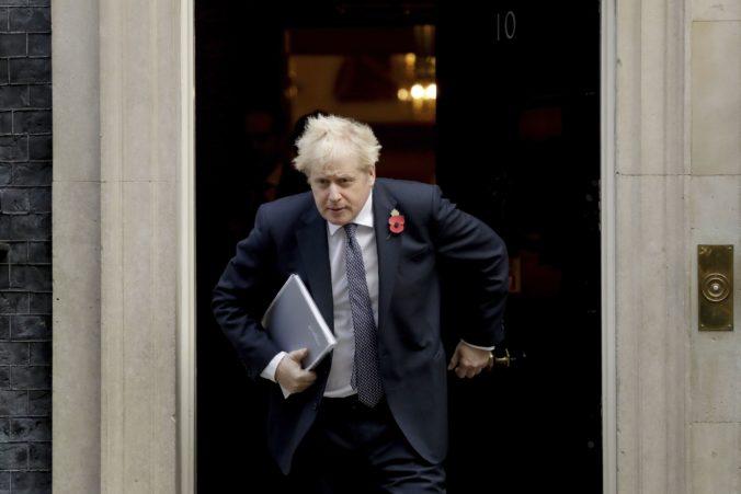 Premiér Johnson je v izolácii po kontakte s poslancom pozitívne testovaným na koronavírus