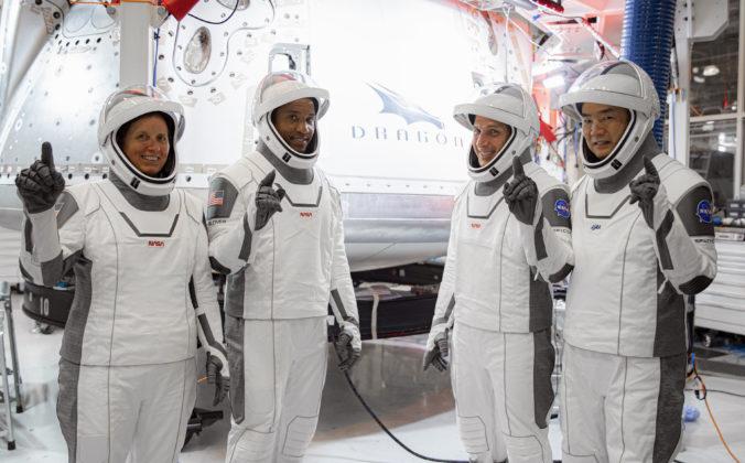SpaceX vyslala na ISS druhú posádku, na palube je aj prvý čierny astronaut na dlhodobej misii (video+foto)