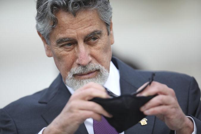 Peru má nového dočasného prezidenta, stal sa ním centrista Francisco Sagasti