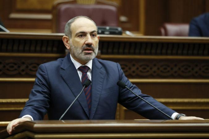 Arménsky premiér chce vyriešiť politickú krízu v krajine, predstavil plán na zabezpečenie stability