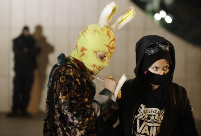 Použitie slzného plynu voči demonštrantkám nebolo správne, primátor Varšavy odsúdil kroky polície