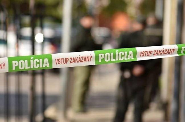 Polícia dokumentuje smrť staršieho muža, na mieste činu zbierajú dôkazy