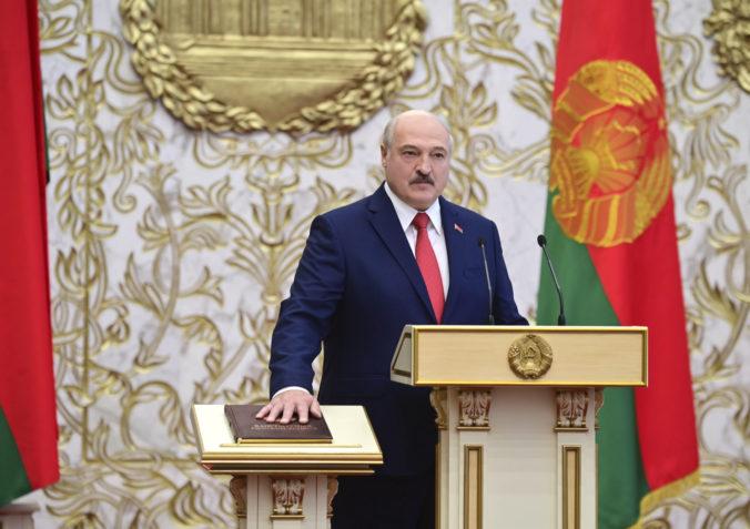 Lukašenko sa zrejme začne od západu odstrihávať aj ekonomicky, myslí si europoslanec Šimečka