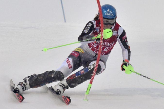 Vlhovej prvé kolo slalomu až tak nesedelo. Stále je líderka, no spolu so Švajčiarkou Gisinovou