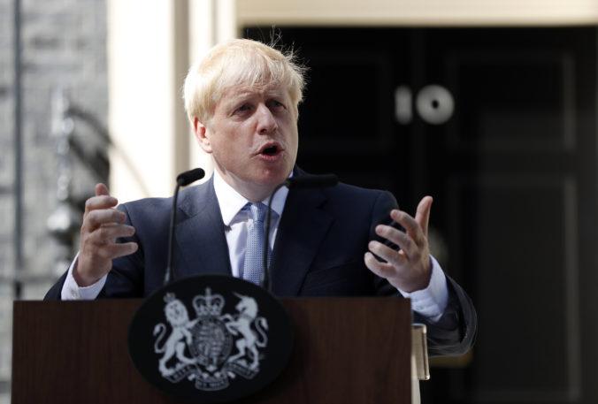 Vo Veľkej Británii o pár dní skončí lockdown, Johnson chce potom ohlásiť návrat k obmedzeniam