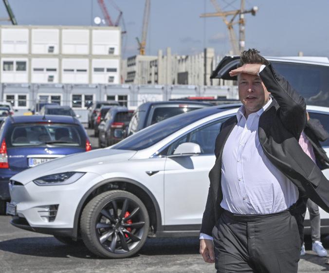 Elon Musk je už bohatší ako Bill Gates, pred šéfom Tesly je iba jeden človek