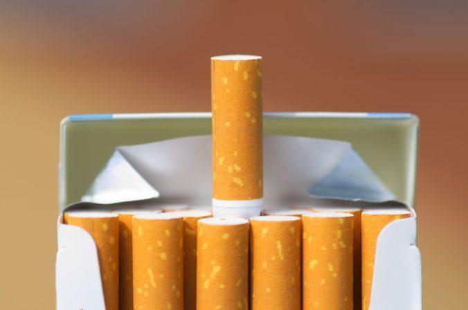 Fajčiari si za cigarety a bezdymové tabakové výrobky priplatia, ich cena bude každý rok vyššia
