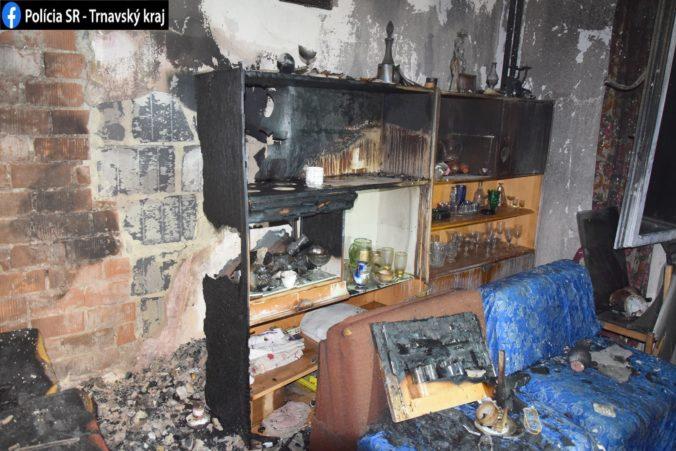 Po požiari bytu našli na posteli ležať telo muža, jeho totožnosť potvrdia až testy DNA (foto)