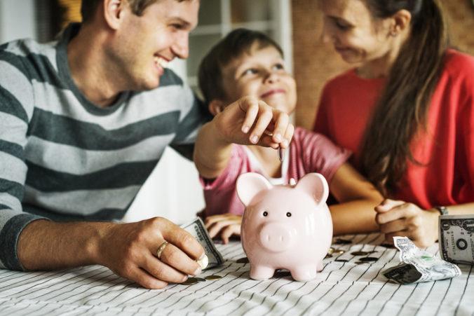 Rodičia vysokoškolákov o daňový bonus neprídu, koalícia sa dohodla na zachovaní do vyššieho veku