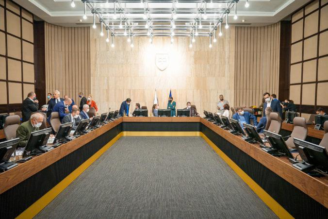 Vláda sa bude zaoberať pomocou správcom pozemkom či návrhmi poslancov o dopingu