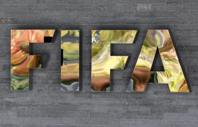 Sepp Blatter a Michel Platini čelia závažným obvineniam švajčiarskych vyšetrovateľov zo spáchania podvodov