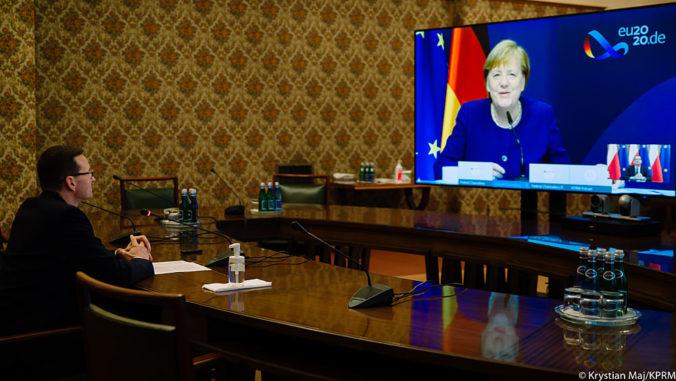 Varšava je pripravená vetovať nový rozpočet EÚ, poľský premiér o tom hovoril s Merkelovou