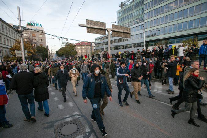 Polícia žiada verejnosť o videá zo 17. novembra, pri riešení udalostí pomôže každé jedno