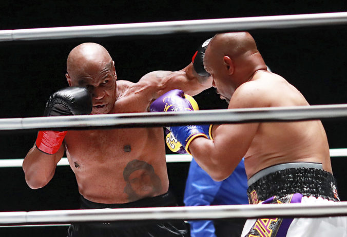 Tyson sa po 15 rokoch vrátil do ringu, exhibičný zápas s Jonesom skončil remízou