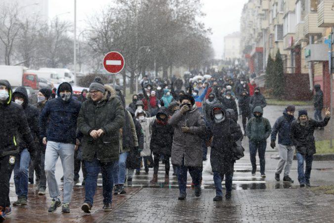 V Bielorusku opäť počas protestov proti autoritárskemu prezidentovi Lukašenkovi zatýkali ľudí