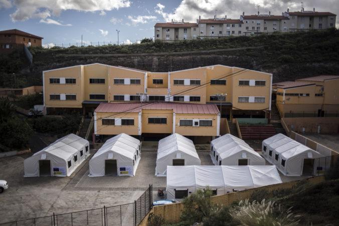 Migrantov z nábrežia hanby presunuli do iných zariadení, dočasný tábor demontovali
