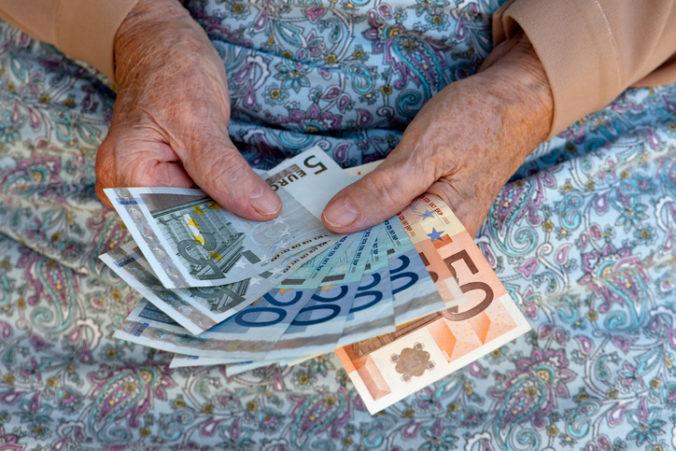 Trinásty dôchodok už Sociálna poisťovňa vypláca, dostane ho približne 1,4 milióna penzistov