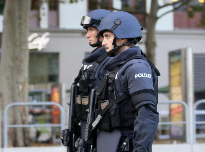 V rušnej časti Haagu došlo k útoku a následnému požiaru v supermarkete, hlásia zranené osoby