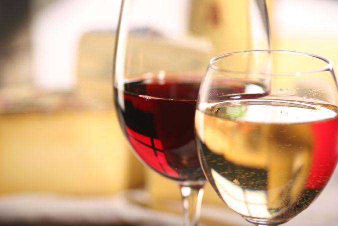 Čína sa za vyšetrovanie pôvodu koronavírusu mstí Austrálii, uvalila ďalšie clá na dovážané vína