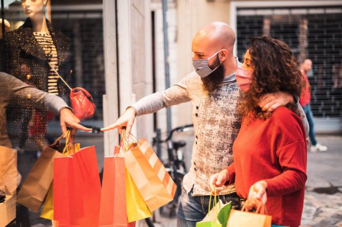 Väčšina Bratislavčanov chce minúť na darčeky rovnako ako vlani, možno aj viac