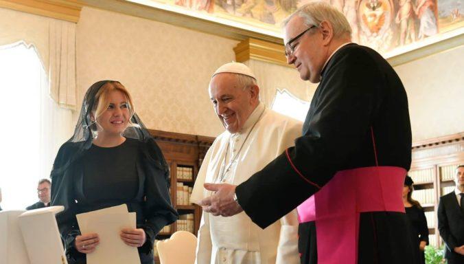 Prezidentka Čaputová sa stretla s pápežom Františkom, ktorý adresoval Slovákom odkaz (foto)