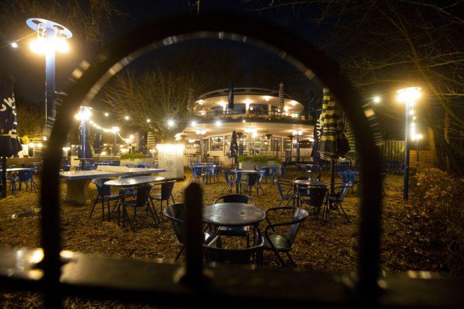 Holandsko vyhlásilo prísny päťtýždňový lockdown, šírenie koronavírusu sa zrýchlilo