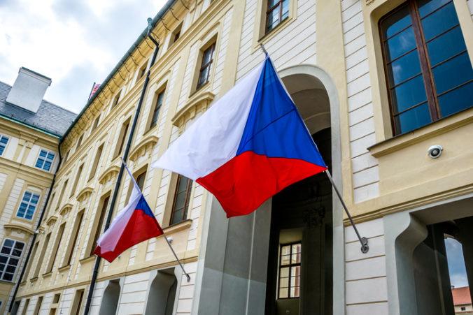 Česká vláda žiada o predĺženie núdzového stavu, polnočné omše budú napriek zákazu vychádzania
