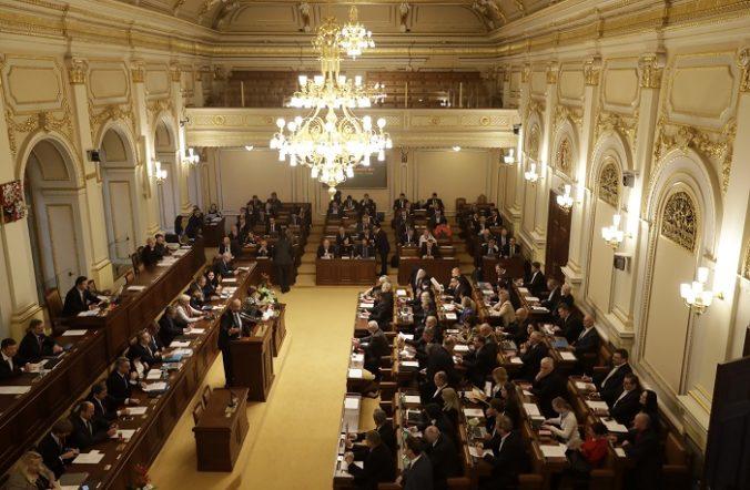 Český rozpočet so schodkom vyše tristo miliárd korún schválili po splnení podmienky komunistov
