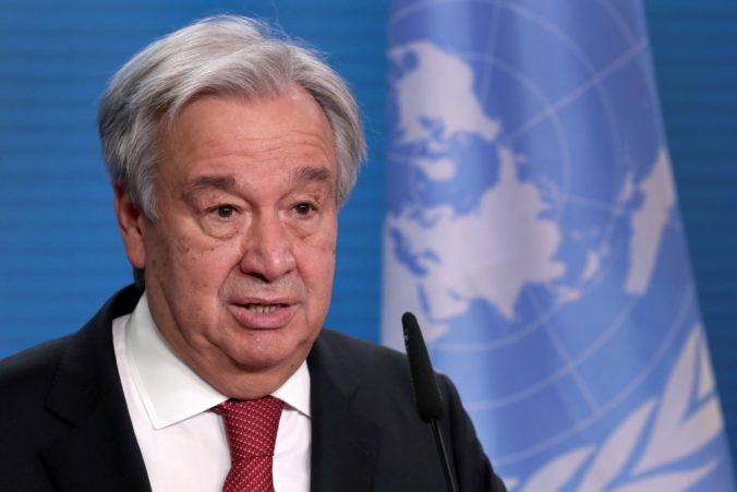 Svet potrebuje vakcínu pre všetkých, vyhlásil šéf OSN a pochválil vedcov aj Merkelovú