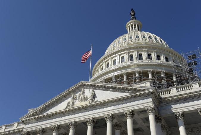 Americký Kongres predĺžil rozpočtový rok, zabránil tak shutdownu