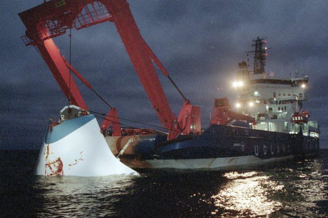 Potápači preskúmajú vrak trajektu MS Estonia, pri tragédii zahynulo viac než osemsto ľudí