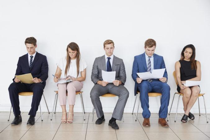 Firmy majú počas koronakrízy problémy, počet ohrozených zamestnancov na Slovensku výrazne vzrástol