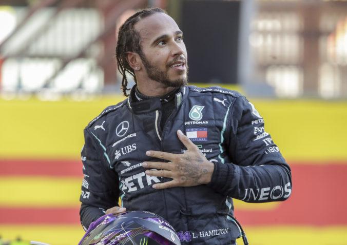Hamilton je športovou osobnosťou Británie, Rashforda ocenili za vytrvalý dobročinný boj