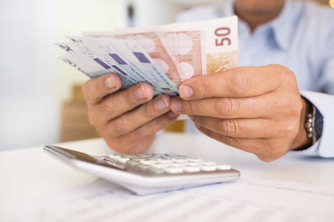 Od začiatku budúceho roka 13. a 14. platy nebudú oslobodené od sociálnych odvodov