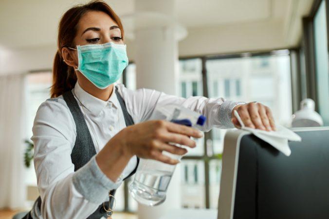 Nakaziť sa koronavírusom môžete iba u jedného zamestnávateľa, upozorňuje Sociálna poisťovňa