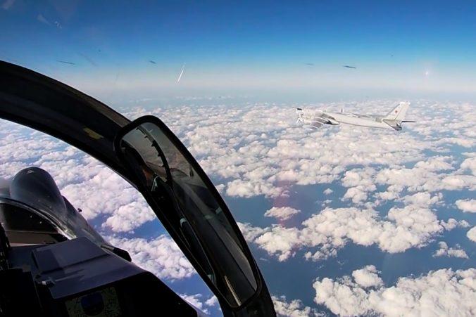 Ruské a čínske bombardéry spoločne hliadkovali v západnej časti Tichého oceánu