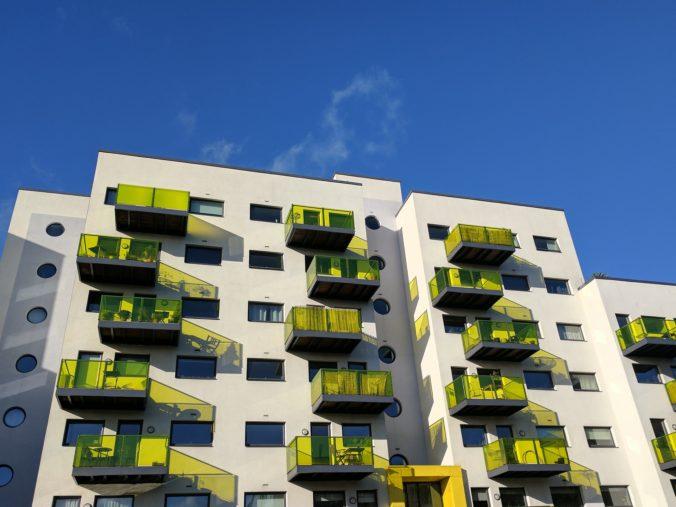 Samospráva získa vyššiu dotáciu od štátu, ak výstavbu nájomných bytov zverí sociálnym podnikom